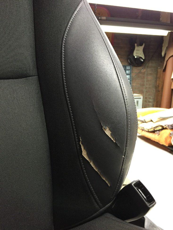 Beschadiging bekleding autostoel - voor