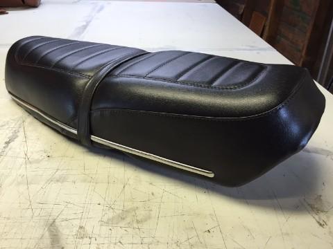 Zwarte motorzadel